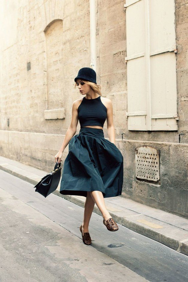 Vintage Outfit Idea with Black Crop Top