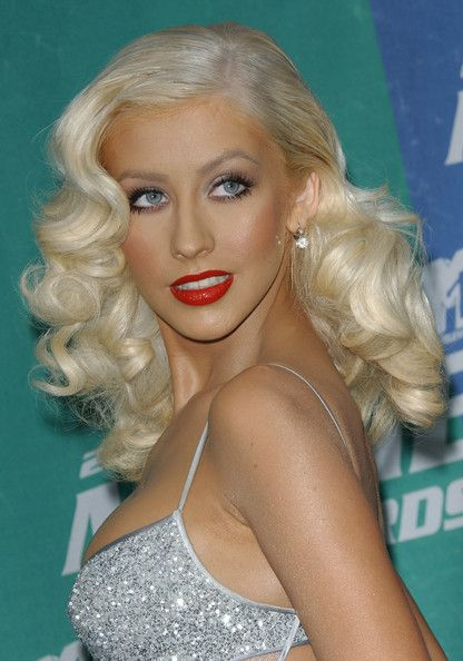 Vintage Styled Curly Hair - Christina Aguilera Hairstyles