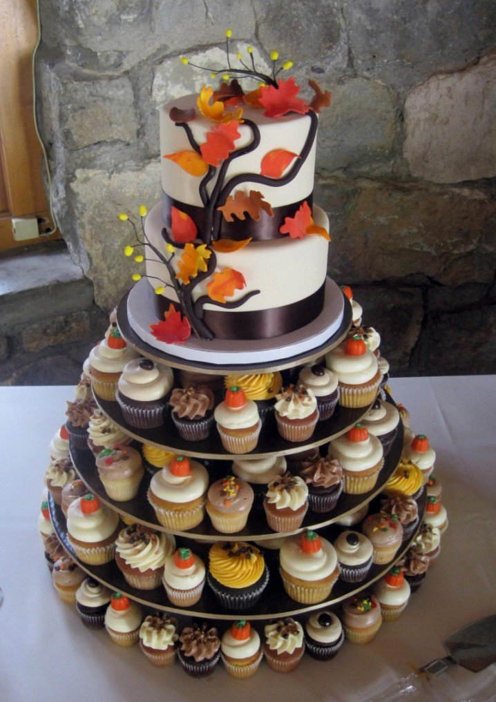 Wall Colour Inspiration: 15 Fall Wedding Cake Ideas You May Love