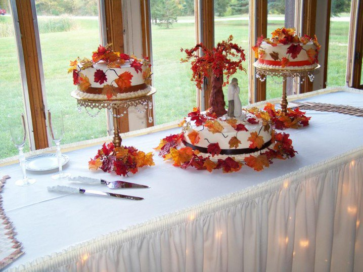 Wedding Cakes with Fall Leaves