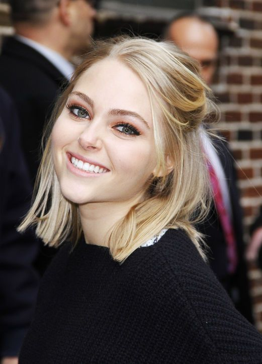 Anna Sophia Robb Short Half Up Hairstyle