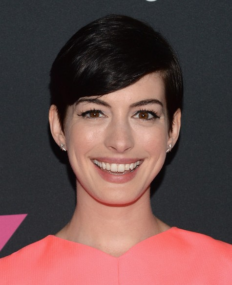 Anne Hathaway Short Hairstyle - Cute Side Parted Black Haircut