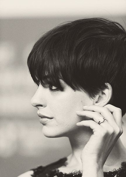 Anne Hathaway Short Hairstyle