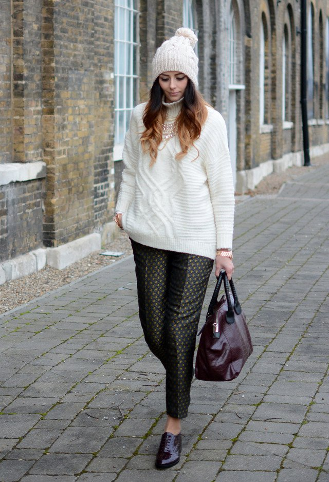 Beautiful Winter Outfit Idea with Knitted Hat