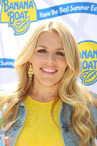 Busy Philipps Soft Long Wavy Hairstyle and Nude Makeup