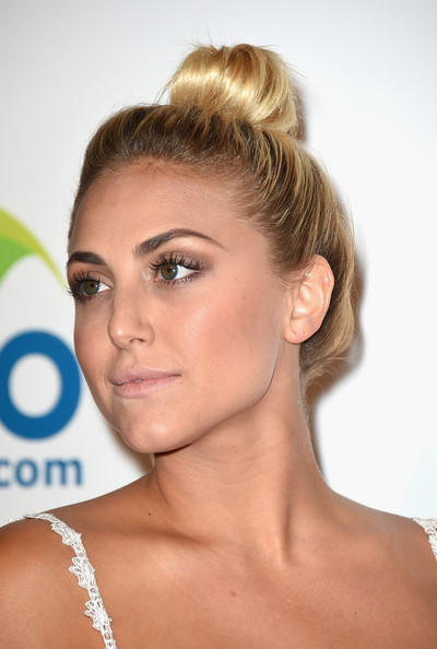 Cassie Scerbo Top Knot