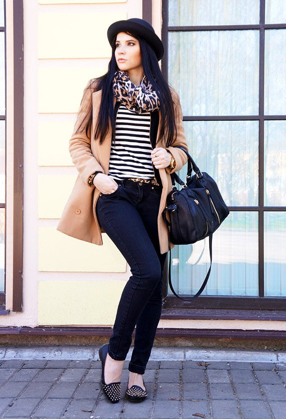 Casual-chic Outfit Idea with A Leopard Print Scarf