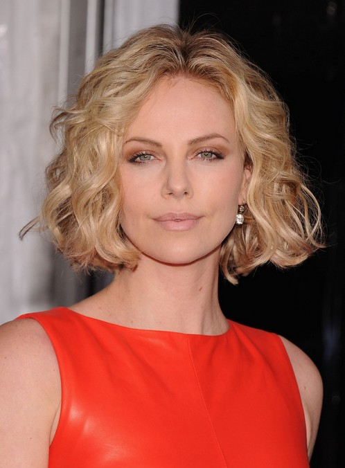 Chic Center Part Short Hairstyle For Women Over 30 Soft Curly Bob
