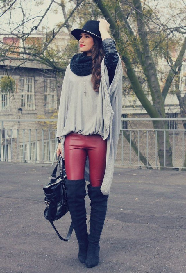 Chic Fall Outfit Idea with A Scarf