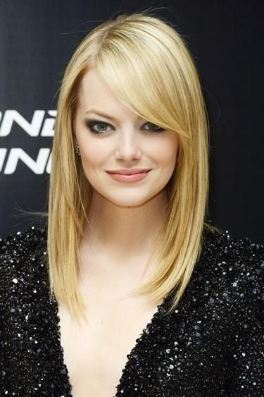 Emma Stone's Blonde Straight Hairstyle With Bangs