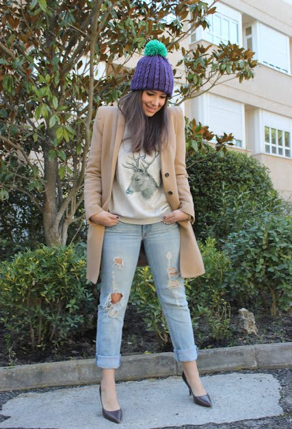 Fashionable Winter Outfit Idea with A Hat