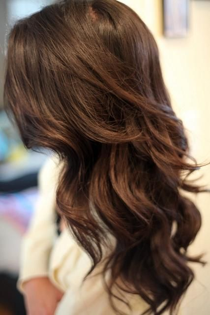 Glamorous Long Wavy Hairstyle for Brunette Hair