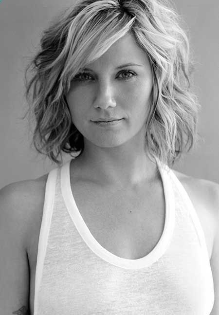 Hottest Short Wavy Hairstyle
