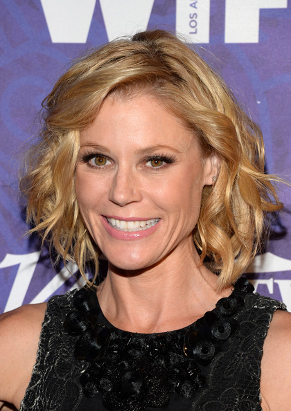Julie Bowen Curled Out Bob Hairstyle