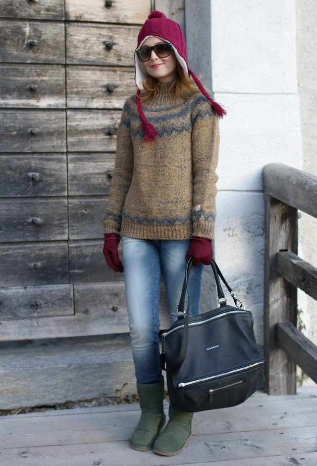 Lovely Winter Outfit Idea with A Hat