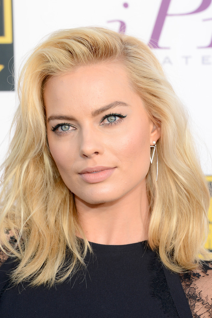 Margot Robbie Teased Hair
