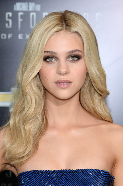 Nicola Peltz Long Wavy Hairstyle and Smoky Eyes