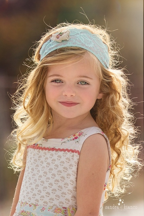 Pretty Curly Hairstyle for Little Girls