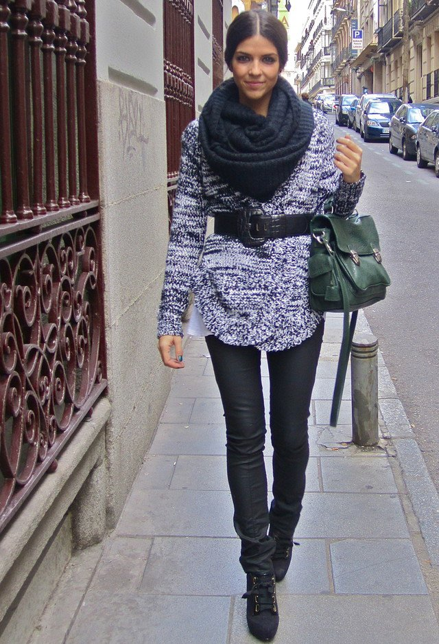 Pretty Fall Outfit Idea with Scarf