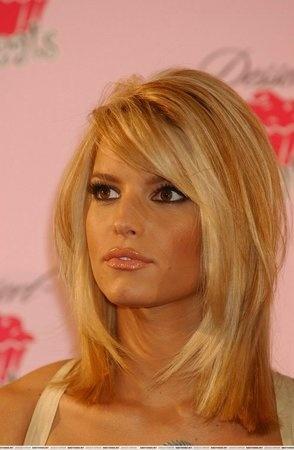 Pretty Medium Layered Hairstyle