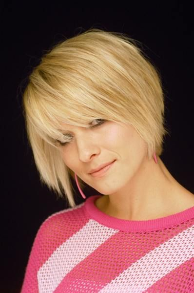 Pretty Short Hairstyle for Women Over 40