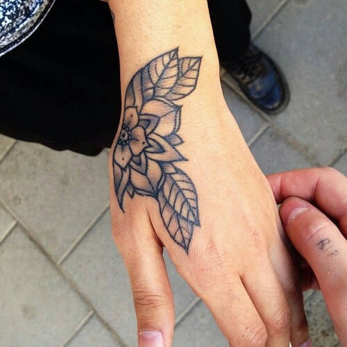15 Beautiful Hand Tattoos for Both Men and Women - Pretty Designs