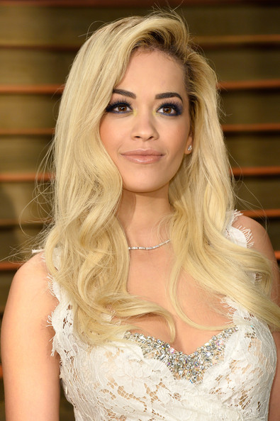 Rita Ora Blonde Long Curls and Smoky Eyes