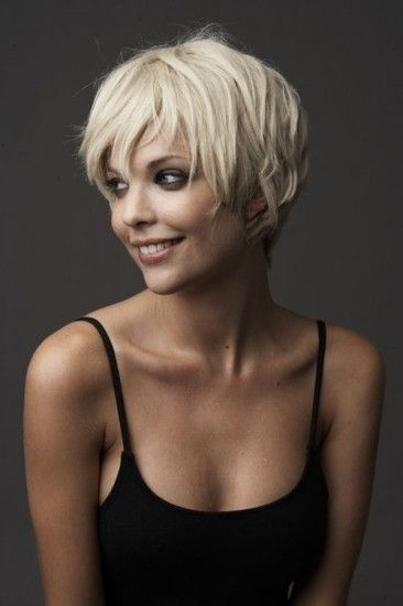 Short Blond Hairstyle for Long Faces