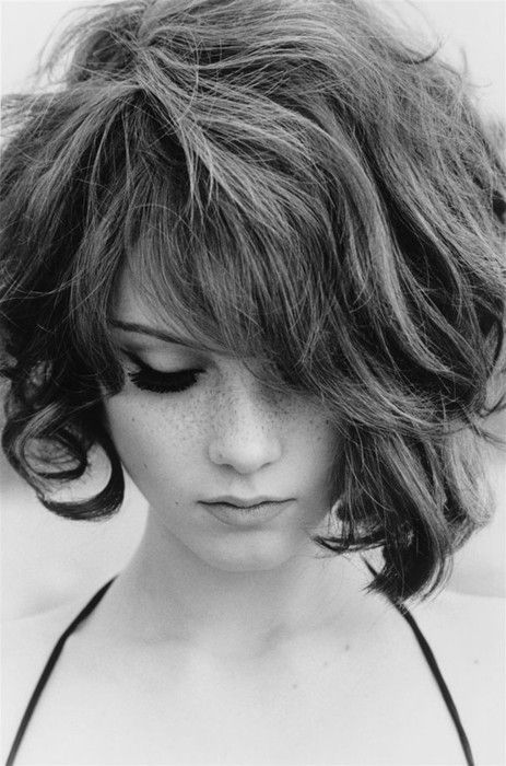 Short Curly Hairstyle for Long Faces