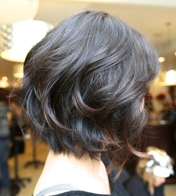 Short Wavy Bob Hairstyle for Black Hair