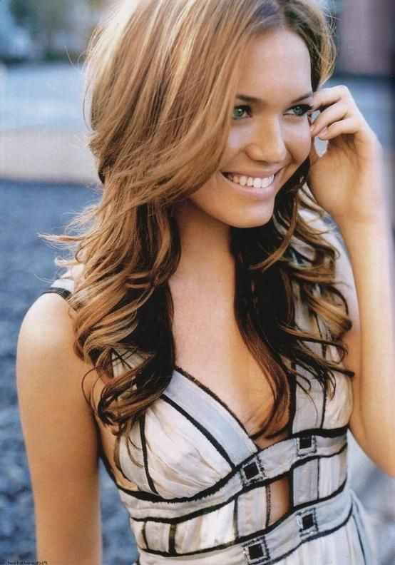 Shoulder Length Layered Wavy Hairstyle