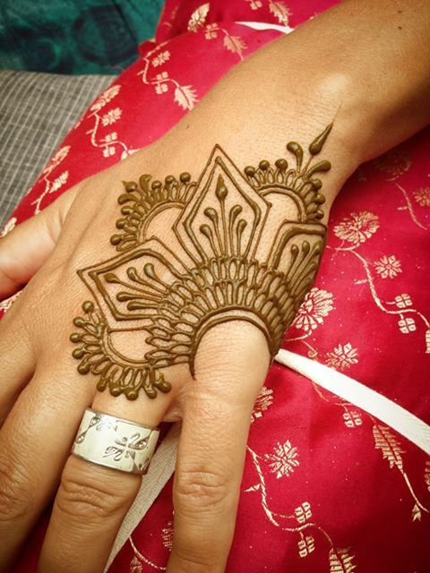 Pretty Henna Tattoos: 15 Beautiful Hand Tattoos For Both Men And Women