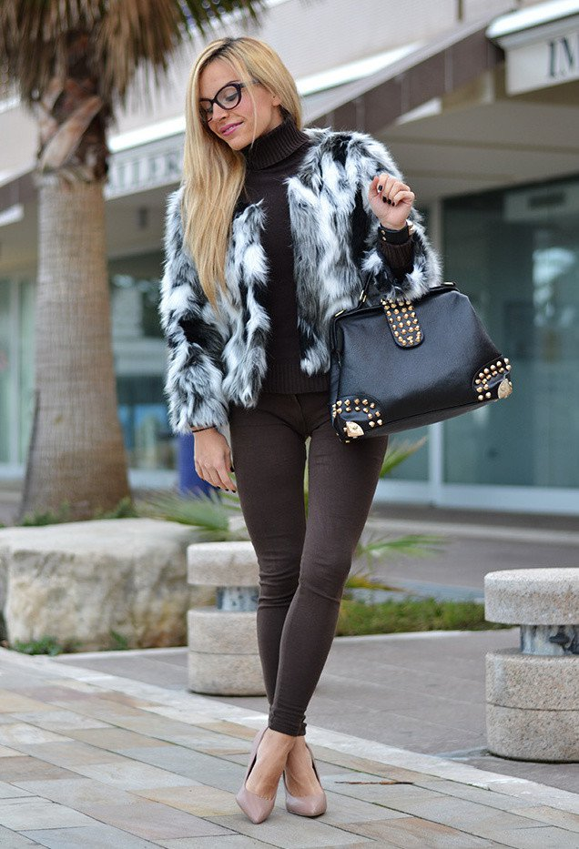 Stylish Fur Coat Outfit Idea for Women