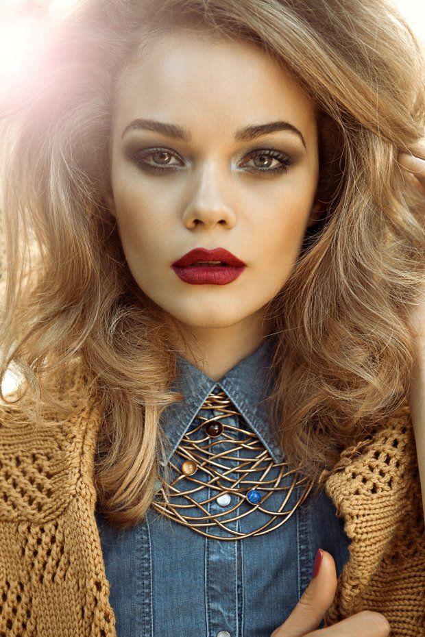 Stylish Red Lipstick Makeup with Light Smoky Eyes