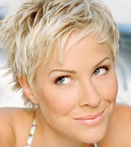 Stylish Short Hairstyle For Women Over 40