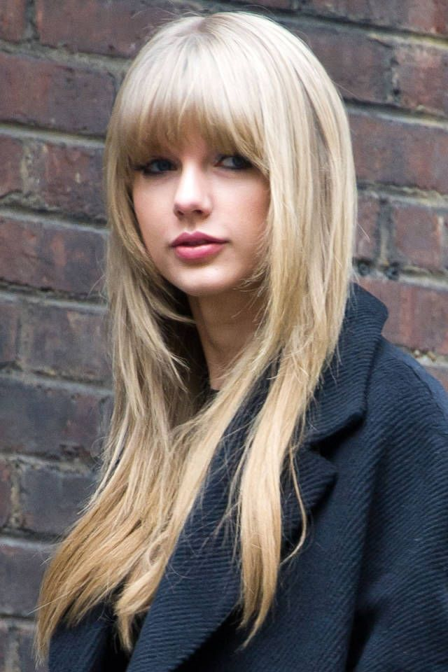 Taylor Swift Long Straight Hairstyle With Blunt Bangs