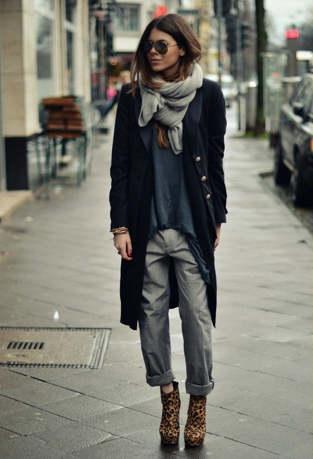 Trendy Fall Outfit Idea with Scarf