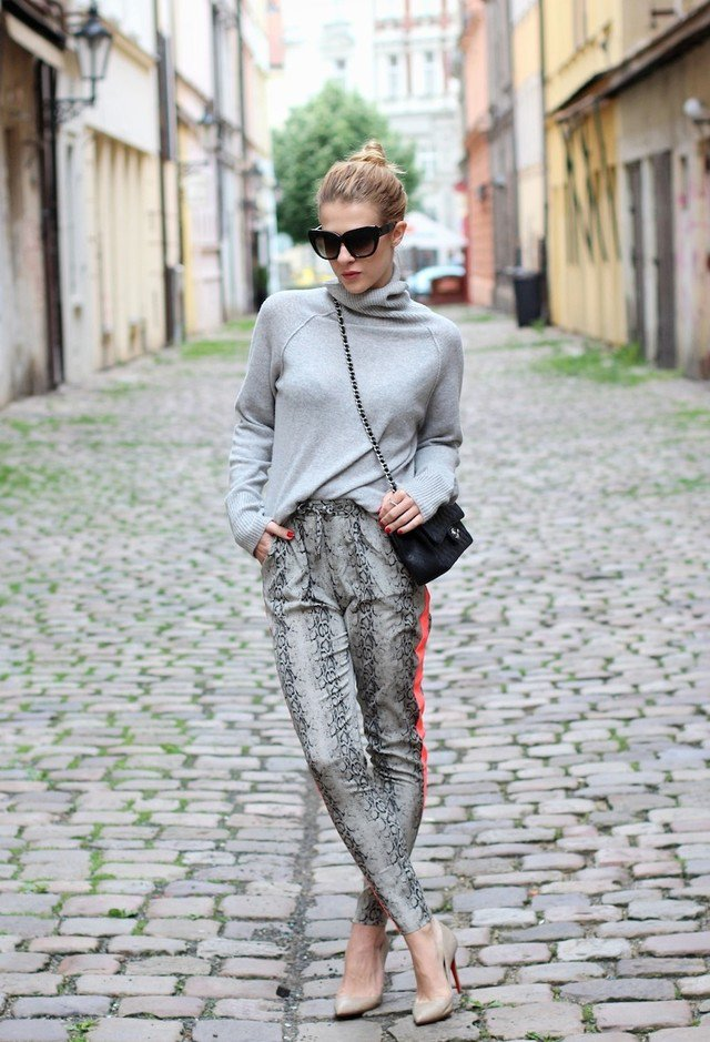 Turtleneck Sweater with Printed Pants