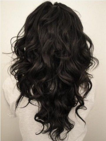 V-cut Long Wavy Black Hairstyle