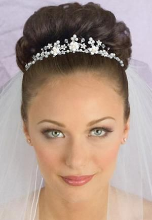 Wedding Hairstyle for Medium Hair With Veil