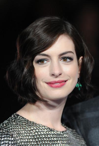 Anne Hathaway Short Retro Curls