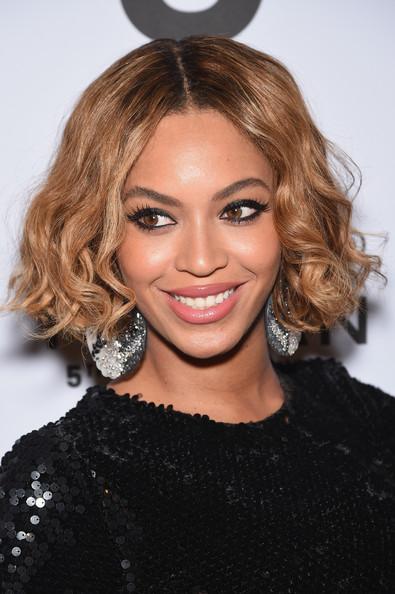Beyoncé Center Parted Short Curls