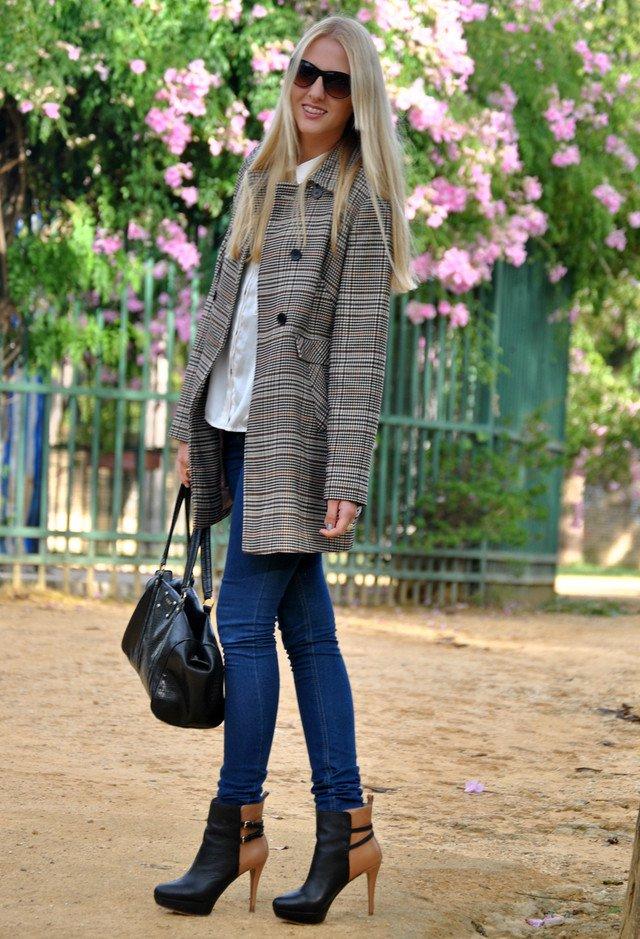 Brown Tartan Coat Outfit Idea