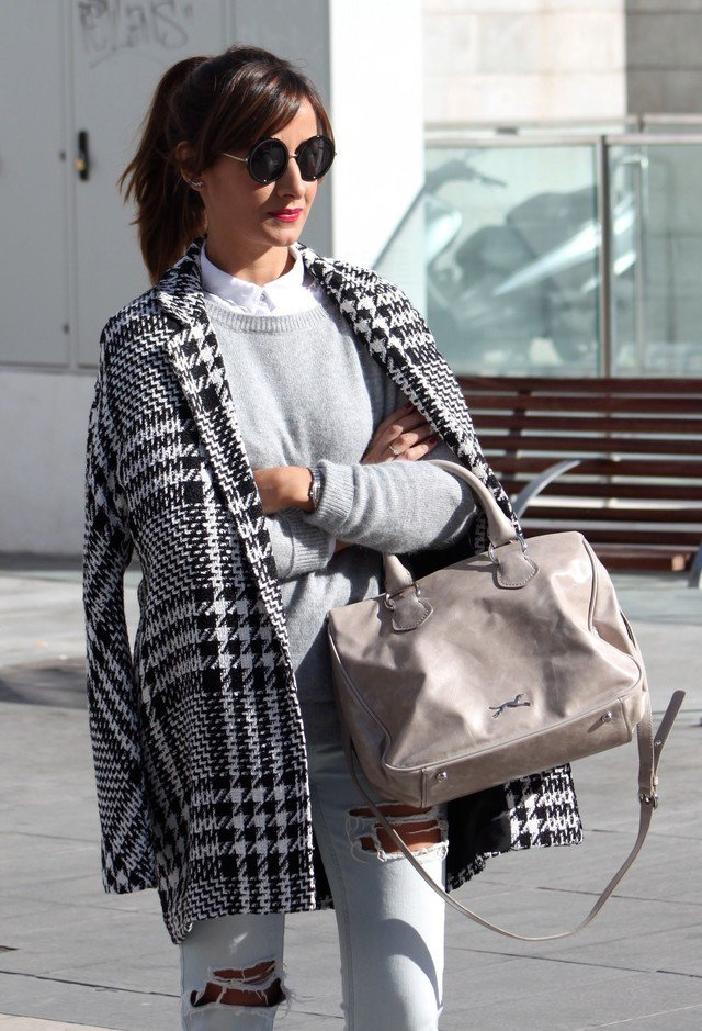 Casual Outfit Idea with A Tartan Coat