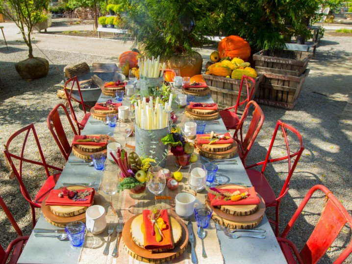 Outdoor table decorating for thanksgiving day pretty designs for Outdoor brunch decorating ideas