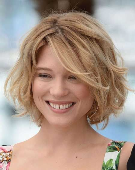 Cute Short Wavy Bob Hairstyle