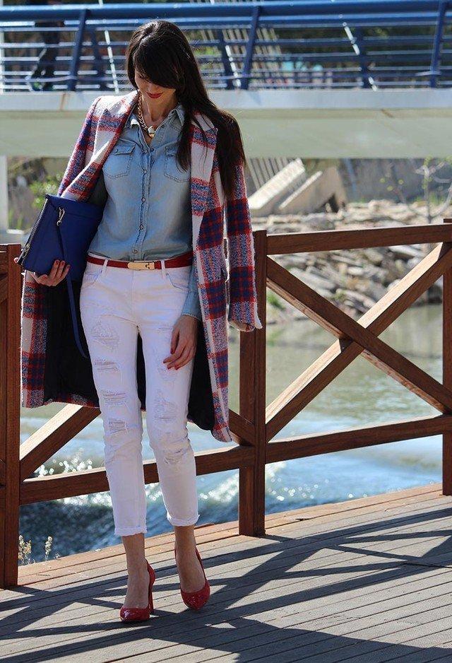 Elegant Outfit Idea with Tartan Coat