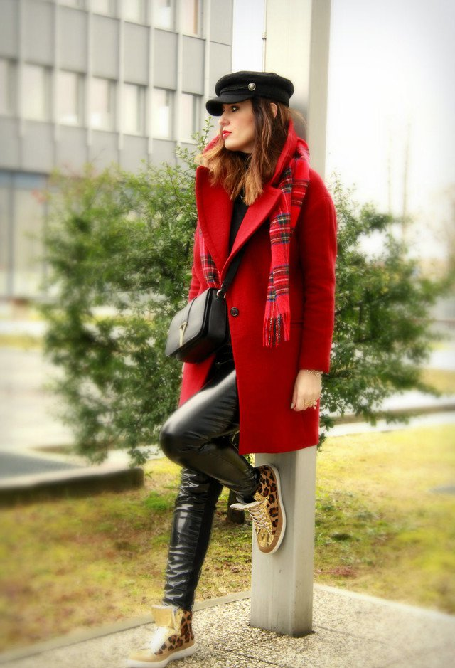 Fashionable Red Coat Outfit for Winter