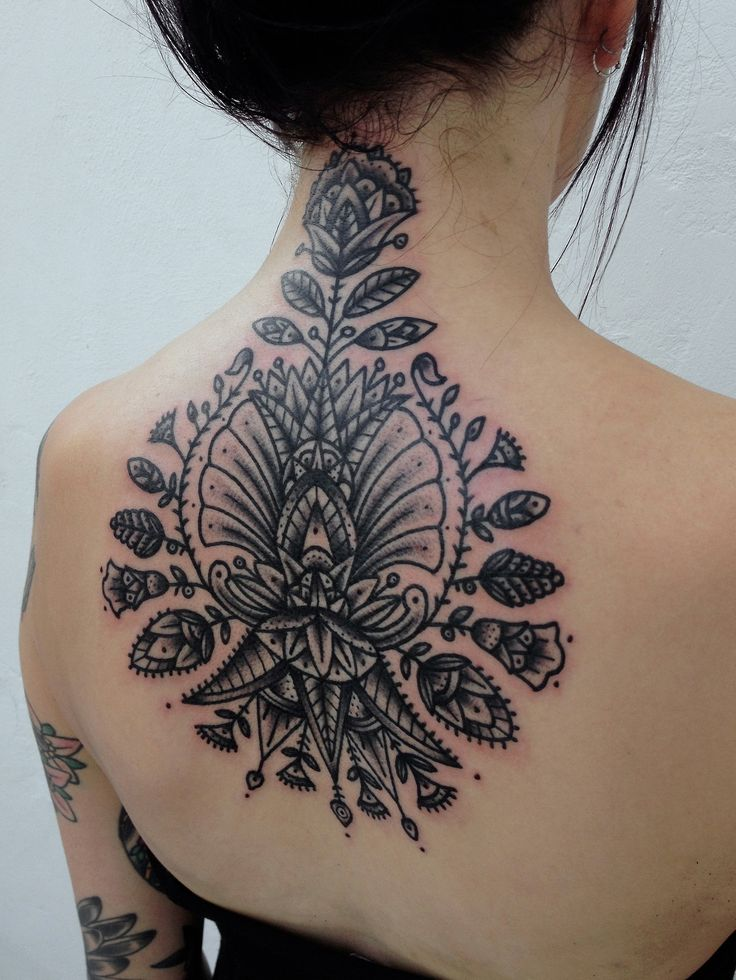 15 Pretty Neck Tattoos For Women