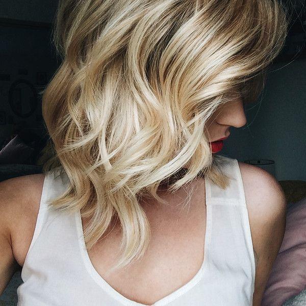Glamorous Medium Wavy Hairstyle